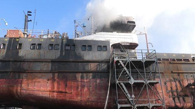 В Херсоне произошел пожар на стоящем в ремонте судне