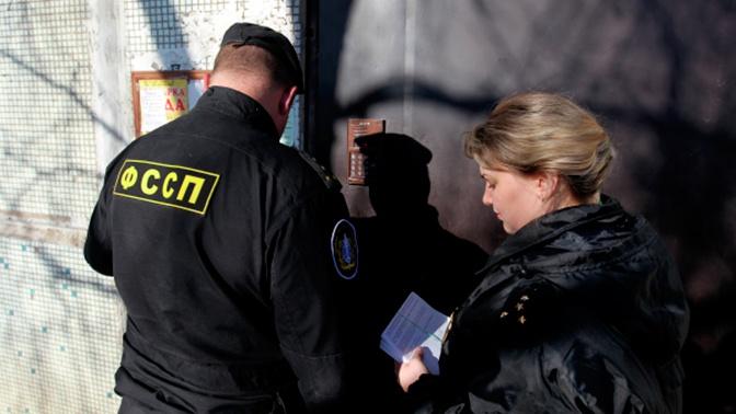 Судебным приставам могут разрешить взламывать двери