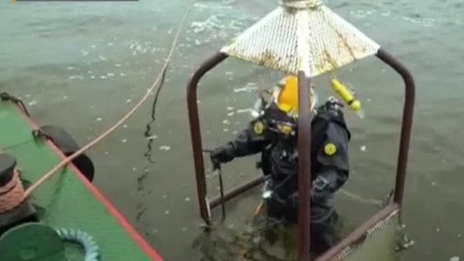 Спустя три века: водолазы РГО подняли со дна Балтийского моря уникальный фолиант