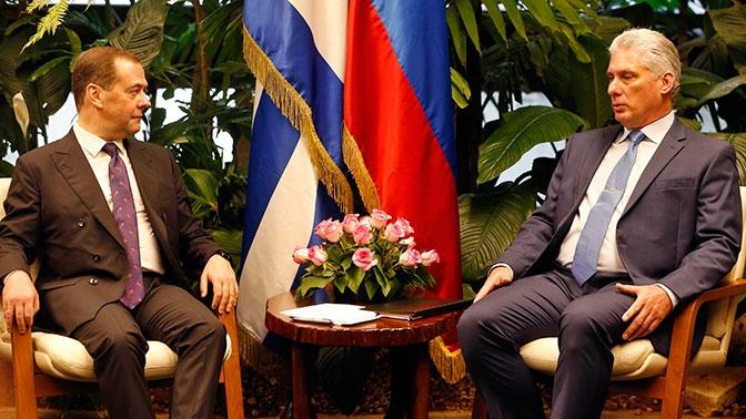 Медведев отказал в безвозмездной помощи Кубе