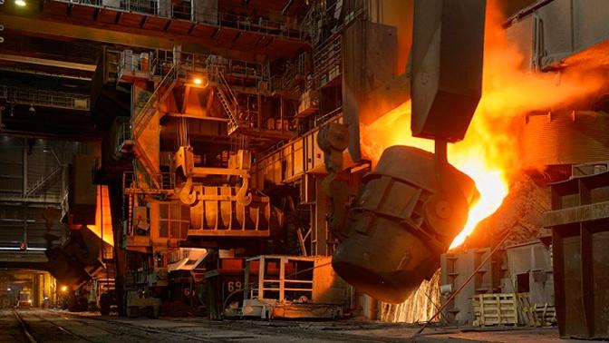 На Украине рабочего залило расплавленным металлом