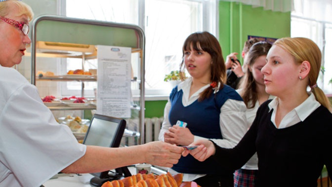 Минпросвещения назвало среднюю стоимость питания учащихся школ