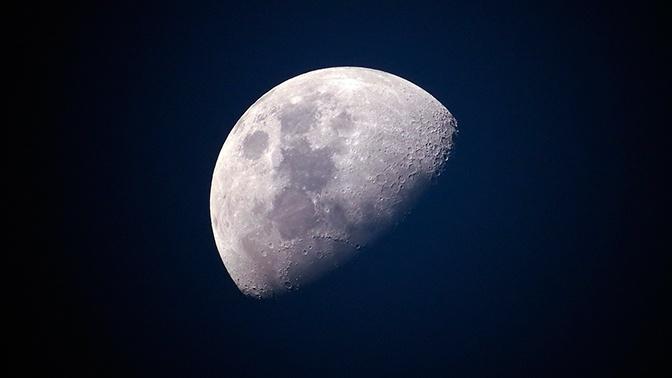 Обнародован детальный снимок загадочного вещества на обратной стороне Луны