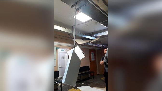 В поликлинике в Южно-Сахалинске на головы пациентов обрушился подвесной потолок