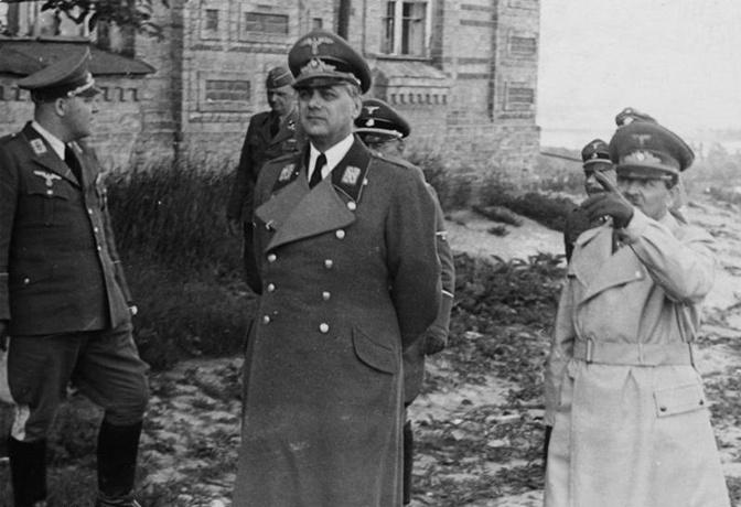 Рейхсляйтер Розенберг и Альфред Кох (справа) в захваченном Киеве<figcaption class=