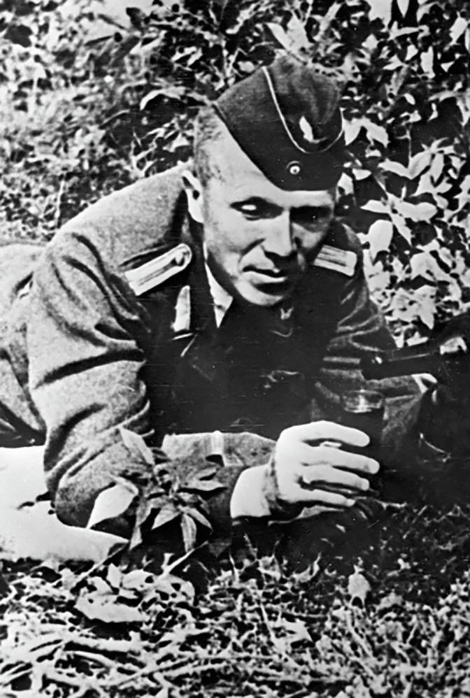 Николай Кузнецов в лесу под Ровно в форме немецкого офицера<figcaption class=