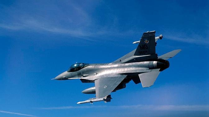 Истребитель ВВС США выронил ракету во время учебного полета в Японии