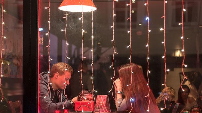 Ученые рассказали о смертельной опасности позднего ужина