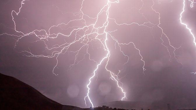 Ученые научились предсказывать, куда ударит молния