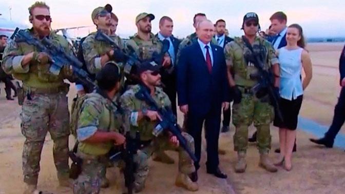 Опубликована фотография Путина в окружении спецназа
