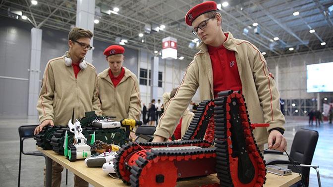 В Минобороны РФ определили лучших в робототехнике суворовцев, кадетов и юнармейцев