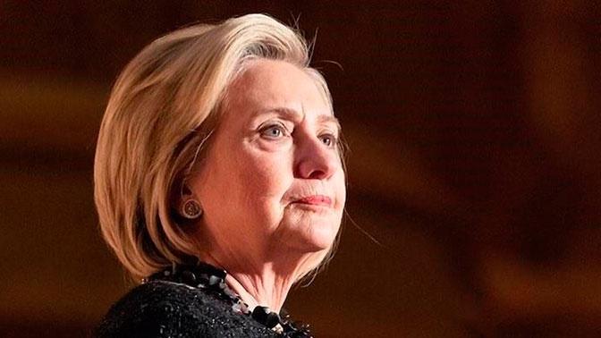 Самолет с Хиллари Клинтон экстренно сел в Нью-Йорке
