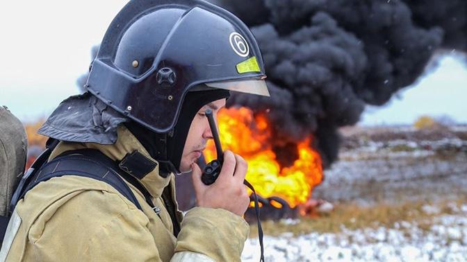 Под Оренбургом полыхает нефтяная скважина