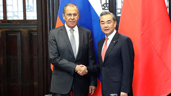 Главы МИД РФ и КНР обсудили сотрудничество на полях G20