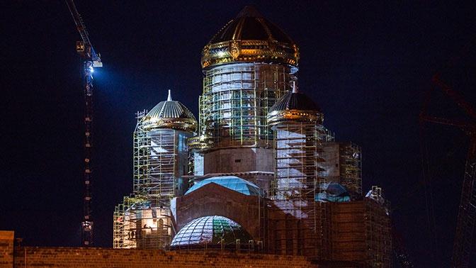Землю с могилы пилота «Нормандии-Неман» доставят в Главный храм ВС РФ