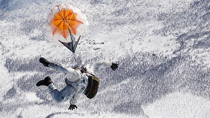 Морпехи Тихоокеанского флота выполнили около семи тысяч прыжков с парашютом за год
