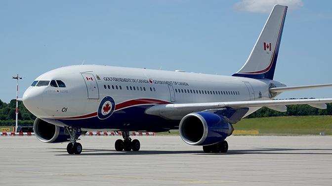 СМИ: самолет премьер-министра Канады врезался в стену ангара