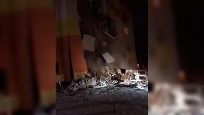 СМИ: под завалами жилого дома под Белгородом могут находиться люди
