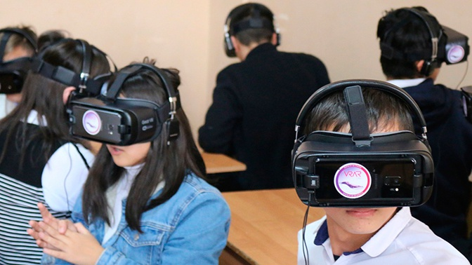 В Учебно-воспитательном комплексе в Оше прошел мастер-класс по виртуальной реальности