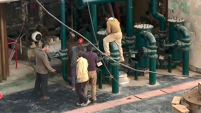 Сирийские и российские инженеры вместе восстанавливают разрушенную боевиками ГЭС