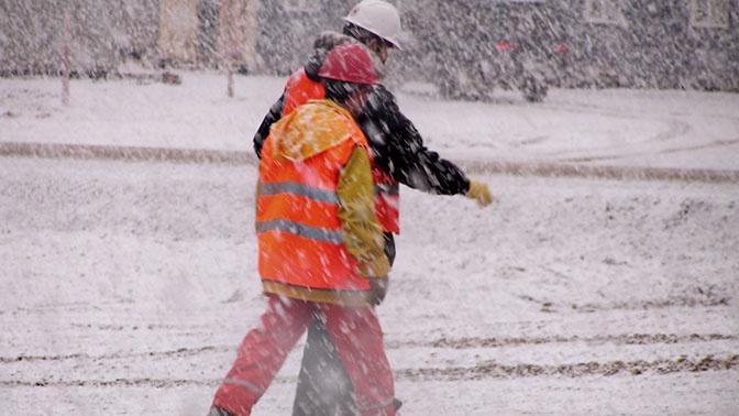 Сахалин накрыло мощным снежным циклоном