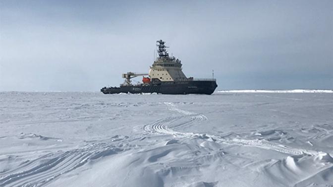 Ледокол «Иван Сусанин» проложил путь кораблям ТОФ на Камчатке