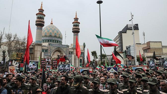 «Он говорит 52, мы говорим 300»: в Иране готовятся к ответному удару по объектам США