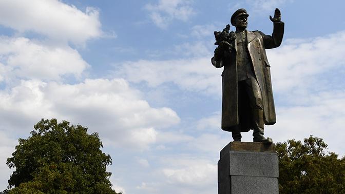 Памятник маршалу Коневу просят перенести из Чехии в Словакию