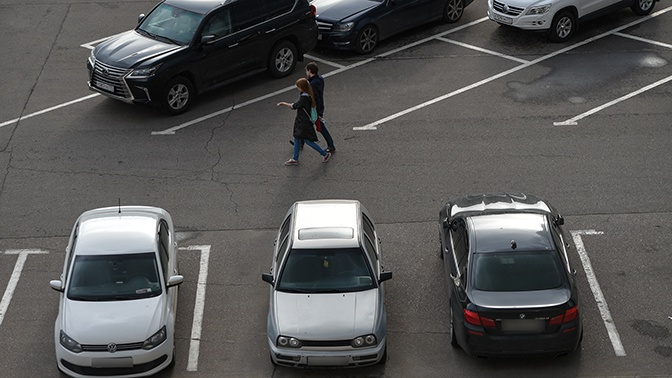 Власти пообещали отменить штрафы москвичам, лишившимся бесплатной парковки