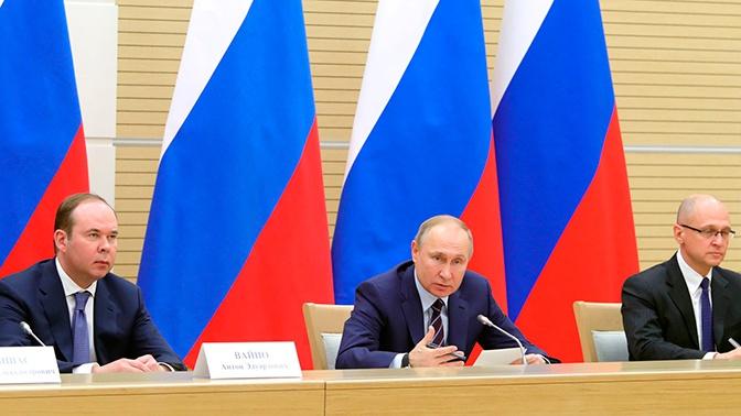 Путин пообещал не менять две первые главы Конституции РФ