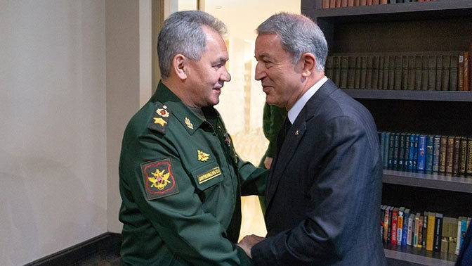 Шойгу обсудил с министром обороны Турции ситуацию в Ливии и Сирии