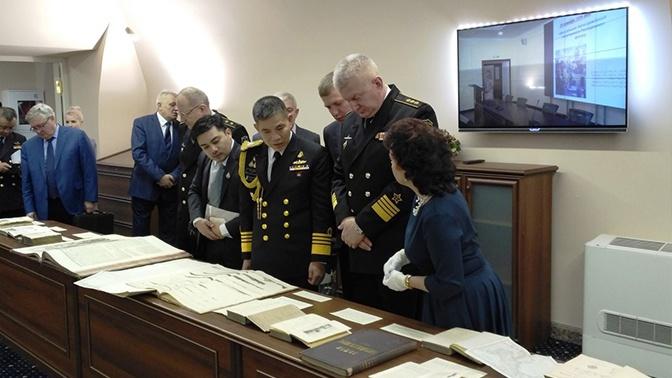 Главком ВМФ РФ познакомил главу ВМС Таиланда с уникальной выставкой в Петербурге