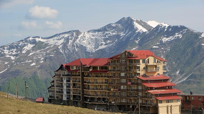 Российских туристов накрыло лавиной в Грузии