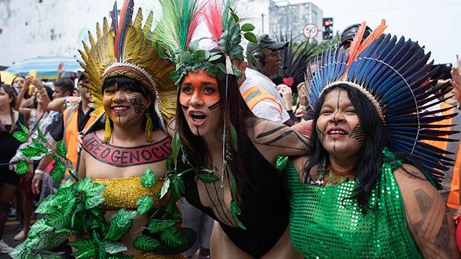 Праздник красок: ежегодный карнавал стартовал в Рио-де-Жанейро
