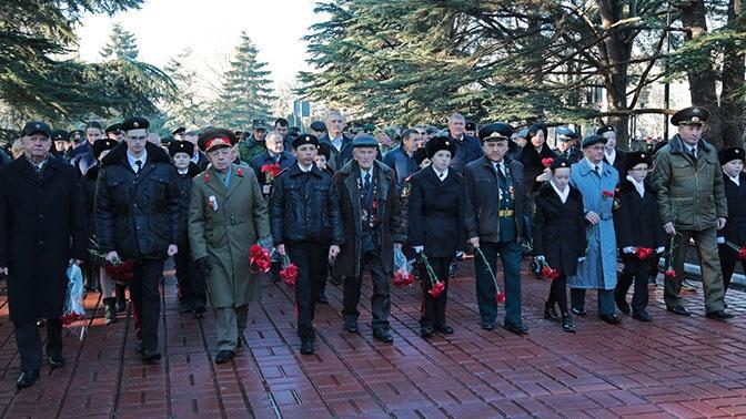 В Крыму прошел торжественный митинг в честь Дня защитника Отечества