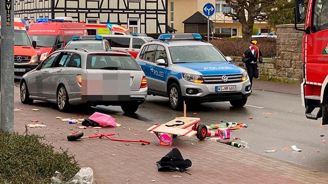 Более 30 человек пострадали в результате наезда автомобиля в Германии