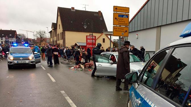 Генконсульство РФ выясняет, были ли россияне среди пострадавших от наезда автомобиля в Германии