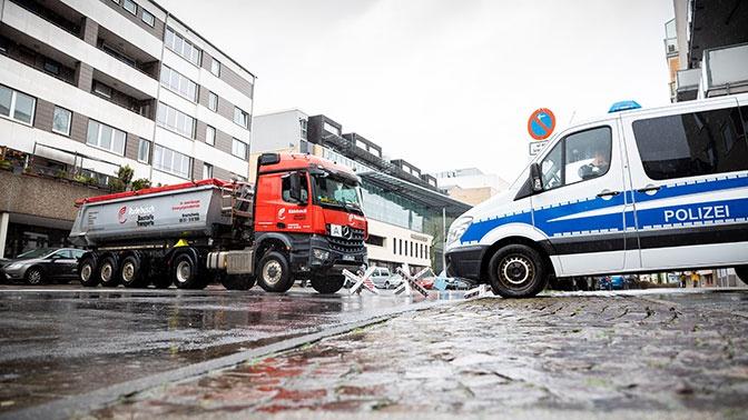 Полиция задержала водителя, протаранившего карнавальное шествие в Германии
