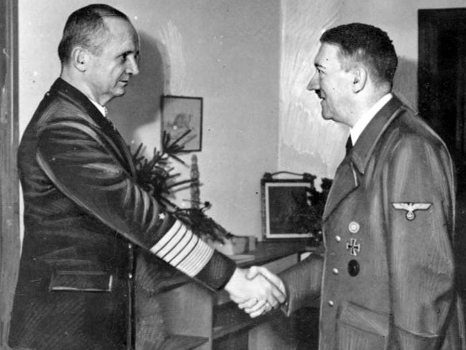 Адольф Гитлер и Карл Дёниц