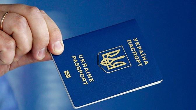 На Украине запретили въезд в Россию по внутренним паспортам