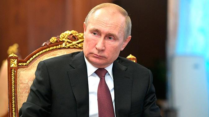 Путин подписал законы о бесплатном питании школьников и о расширении программы маткапитала