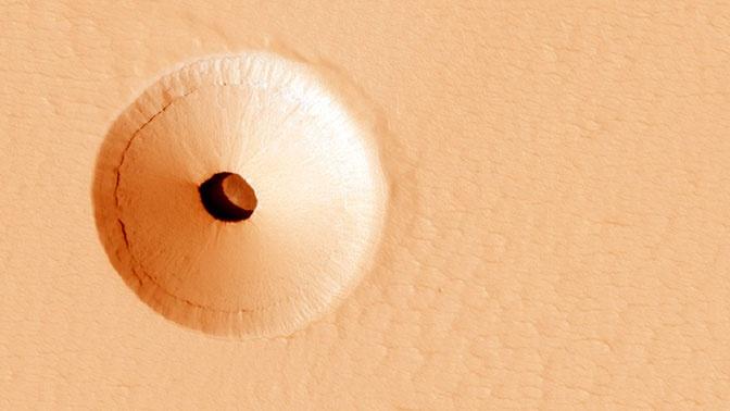 На Марсе обнаружили странную дыру