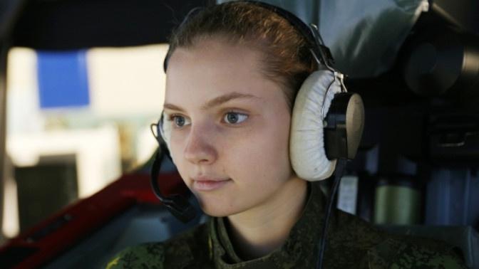 Девушки-курсанты Краснодарского училища летчиков приступили к первой летной практике
