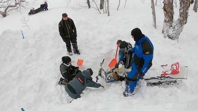 Два человека погибли под лавиной на Камчатке