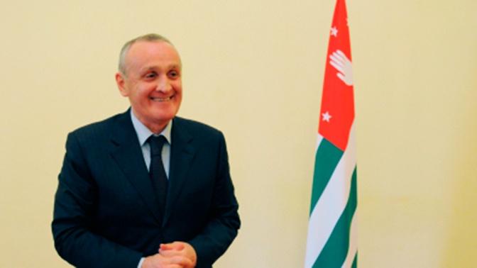 Избранный президент Абхазии назначит премьером бывшего лидера республики Анкваба