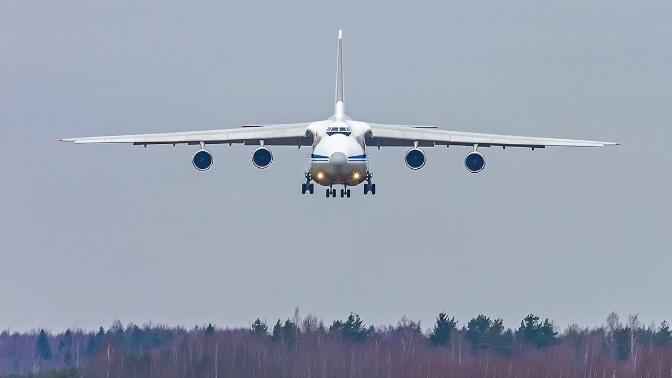 Самолет ВКС доставил из Китая средства индивидуальной защиты