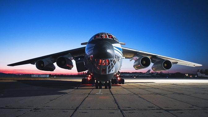 Из России с любовью: уникальные кадры подготовки очередного Ил-76 ВКС РФ к вылету в Италию
