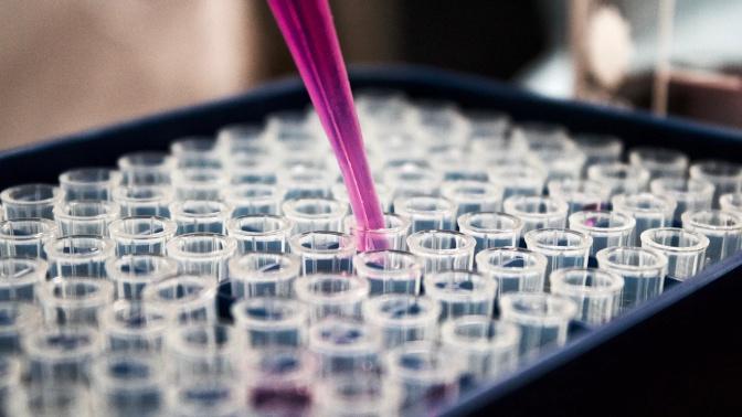 «Глоток воды для марафонца»: ученый из США оценил российский препарат от коронавируса