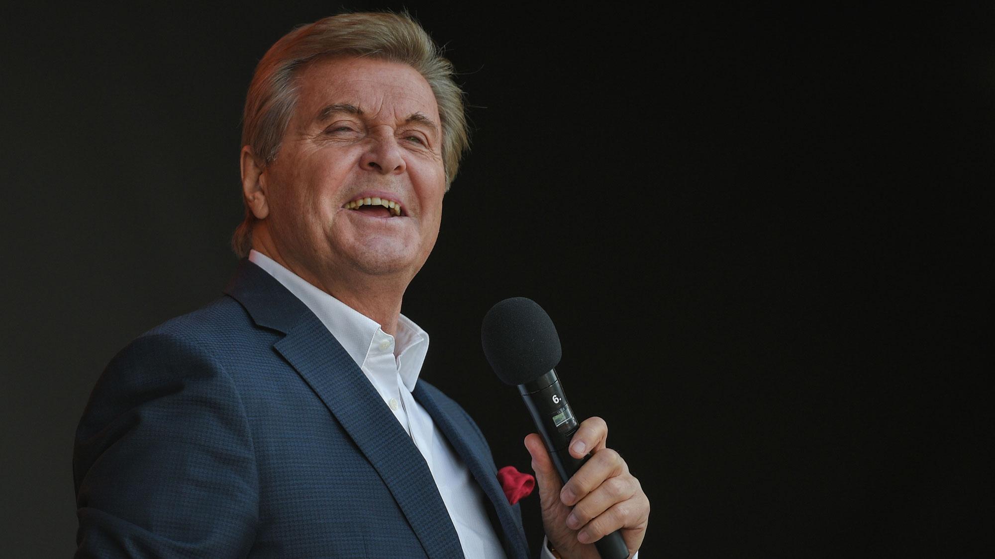 «Леву вернули ко мне»: жена Лещенко сообщила о переводе певца из реанимации в обычную палату