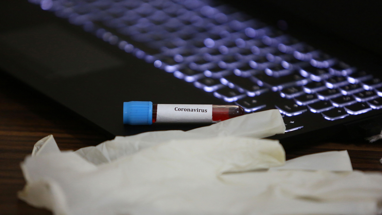 В Роспотребнадзоре назвали период жизнеспособности коронавируса
